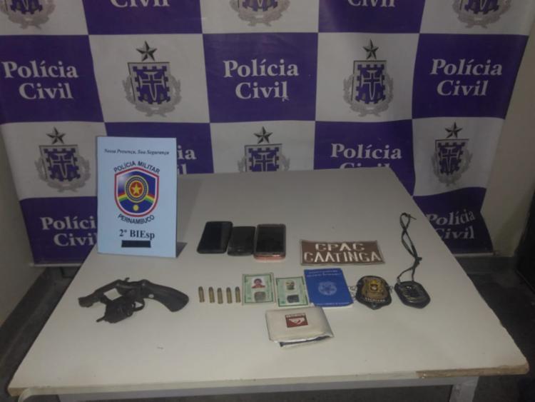No local foram apreendidos um revólver de calibre 38 e munições - Foto: Divulgação | SSP