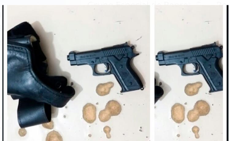 Arma de brinquedo seria utilizada para assustar os passageiros - Foto: Divulgação | SSP