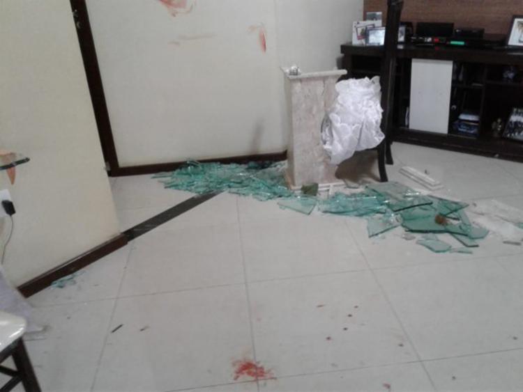 O assaltante entrou em luta corporal com a vítima