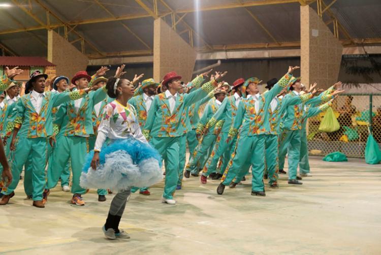 Preparação para manter e organizar uma quadrilha junina é comparável a uma escola de samba, diz diretora da quadrilha Capelinha do Forró