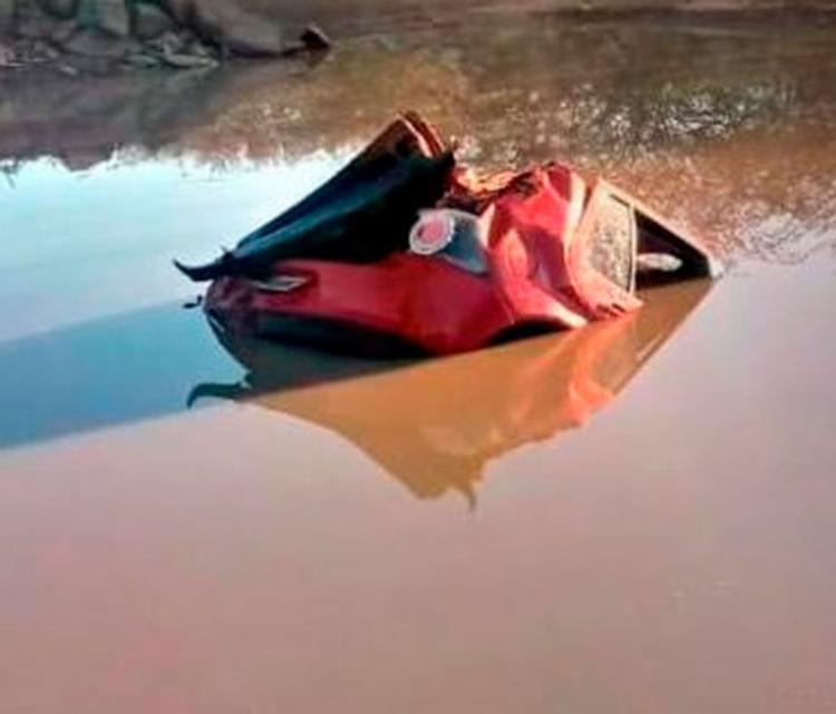 Motorista perdeu o controle e veículo capotou - Foto: Reprodução   Blog do Marcelo