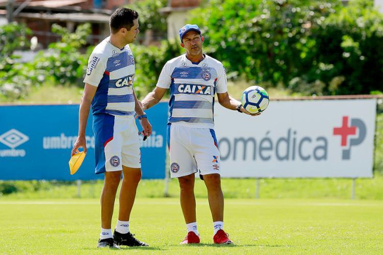Claudinho (D) comanda o time até a chegada do novo técnico - Foto: Felipe Oliveira l EC Bahia
