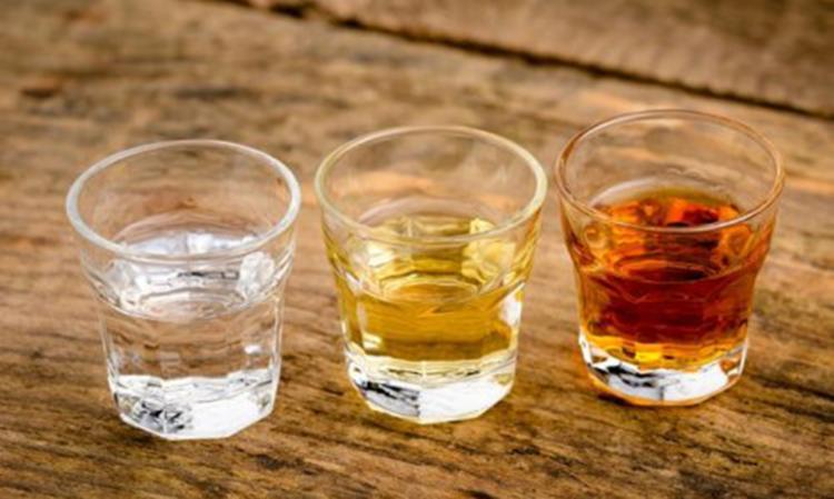 Atualmente, o apicultor Luiz Jordans, da Apis Jordans, produtora de extrato de própolis, se prepara para comercializar a bebida - Foto: Divulgação
