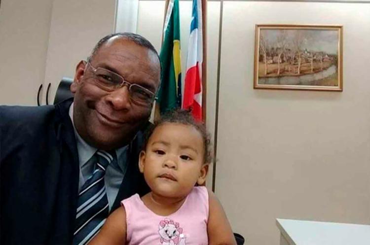 Avô e pai de quatro filhos, juiz tem experiência com crianças