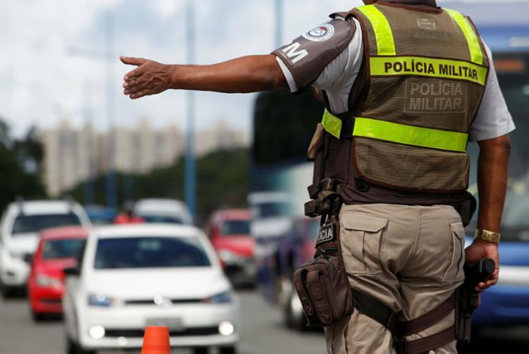 Blitzes são realizadas com o apoio da Polícia Militar - Foto: Luciano Carcará | Ag. A TARDE