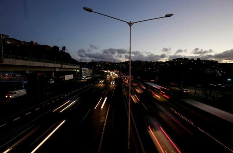 Pontos críticos estão espalhados no trecho até Simões Filho - Foto: Adilton Venegeroles | Ag. A TARDE