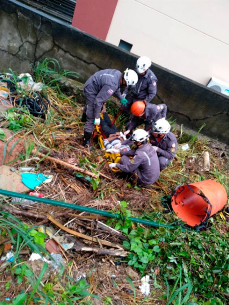 Vítima teria caído de um barranco atrás de um prédio em Brotas - Foto: Divulgação   CBMA