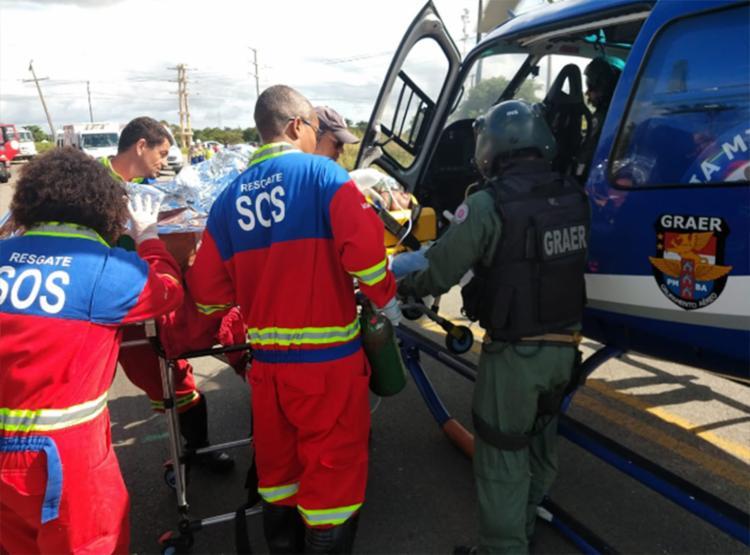 Resgate foi feito com a ajuda de um helicóptero