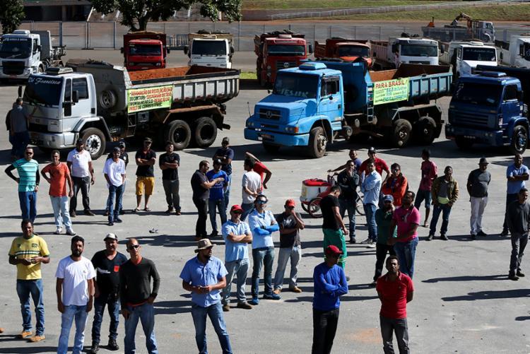 Caminhoneiros buscam saídas para continuar trabalhando enquanto os preços praticados não melhoram - Foto: Tomaz Silva | Agência Brasil