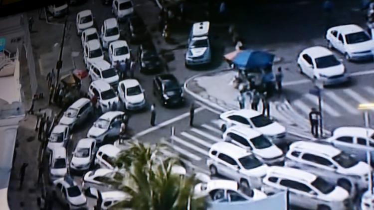 Taxistas saíram da Calçada com destino á Praça Municipal, passando pela região do Comércio - Foto: Reprodução | TV Record