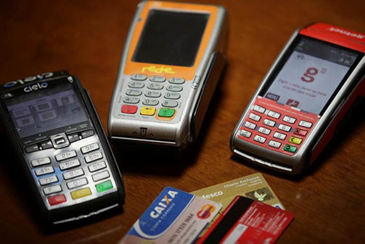 Cada banco vai definir as taxas que serão cobradas - Foto: Adilton Venegeroles | Ag. A Tarde