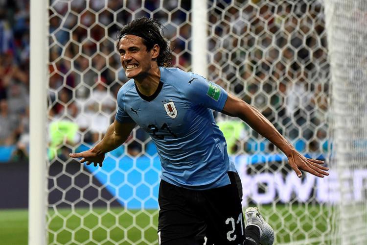 O atacante uruguaio Cavani foi o destaque da partida ao assinalar dois gols - Foto: Jonathan Nackstrand l AFP