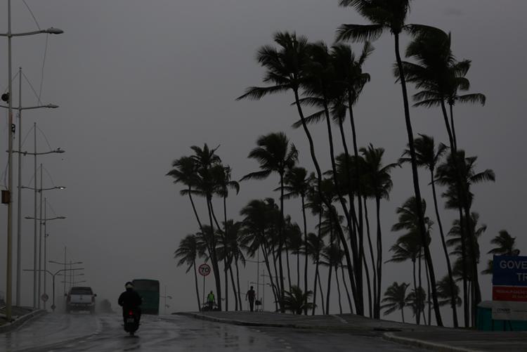 Cemadec acredita que a quantidade de chuva deve reduzir até esta quarta, 6 - Foto: Raul Spinassé | Ag. A TARDE