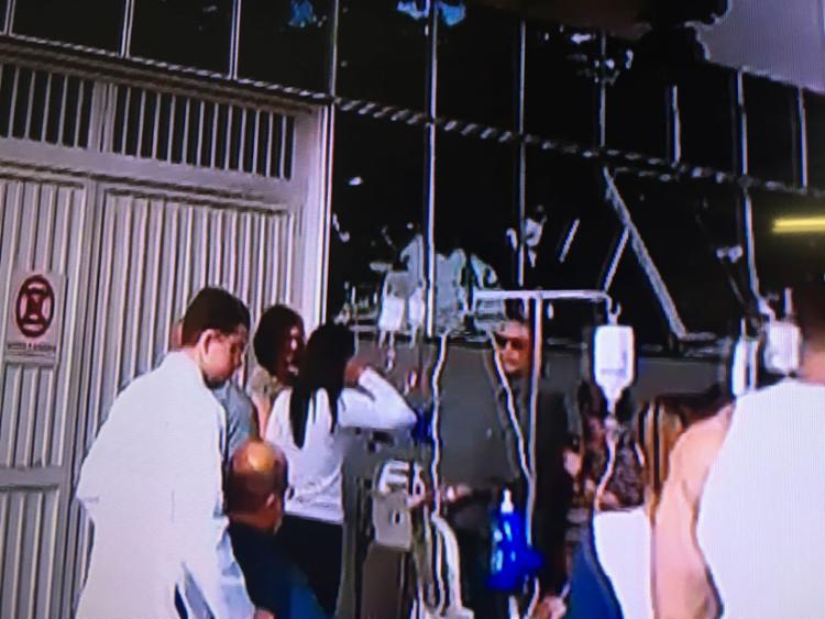Pacientes tiveram que ser retirados da clínica AMO - Foto: Reprodução | TV Record