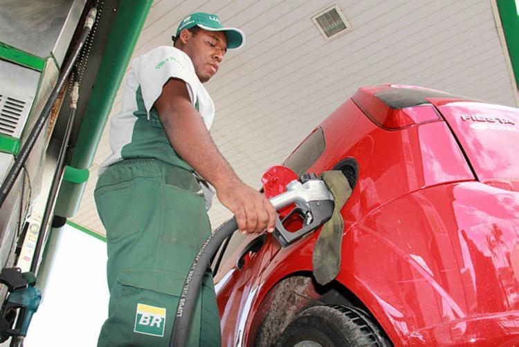 Para a Plural, venda direta dos produtores aos postos não vai baixar o preço do etanol - Foto: Joá Souza | Ag. A Tarde