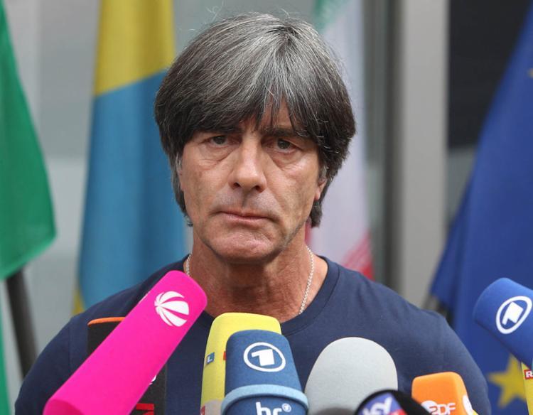 O técnico reconheceu a necessidade de mudanças após eliminação na fase de grupos - Foto: Daniel Roland | AFP