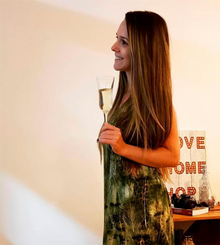 Em maio, Tamara havia postado uma foto em que aparece segurando uma taça com bebida - Foto: Reprodução | Instagram