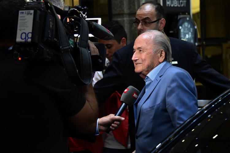 Suspenso por corrupção, o ex-presidente da Fifa chegou à Rússia para acompanhar os jogos - Foto: Vasily Maximov | AFP