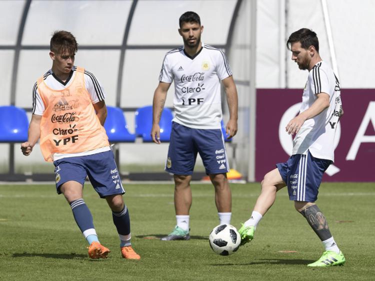 Os argentinos precisam vencer os africanos para buscar a segunda colocação do Grupo D - Foto: Juan Mabromata | AFP