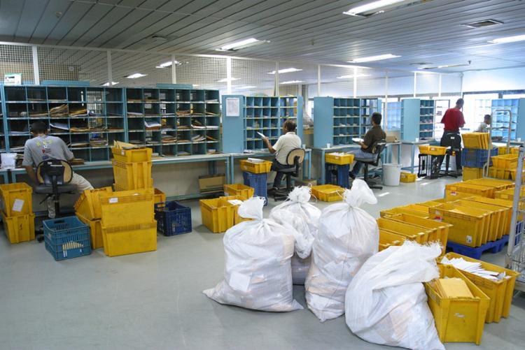 Em dias normais, a empresa entrega aproximadamente 25 milhões de objetos diariamente - Foto: Carlos Casaes   Ag. A Tarde