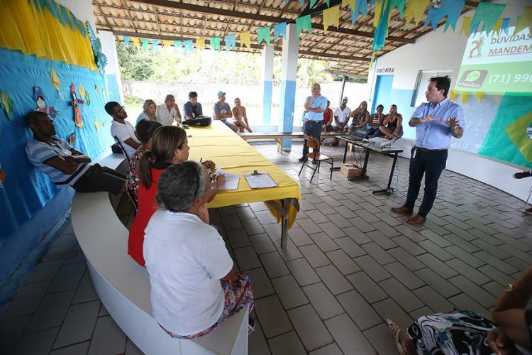 Reunião ocorreu entre representantes da empresa e da comunidade - Foto: Raul Spinassé l Ag. A TARDE