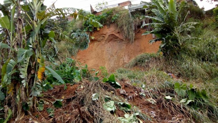 Dez deslizamentos de terra foram registrados pela Codesal nesta terça, 5 - Foto: Danilo Barretto   Cidadão Repórter