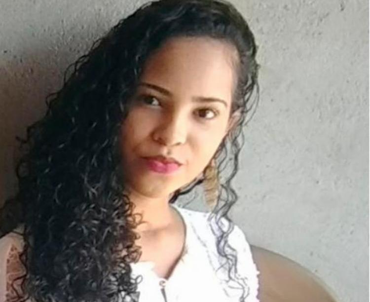 Bruna foi encontrada morta em um terreno em Feira de Santana - Foto: Reprodução | Site Acorda Cidade