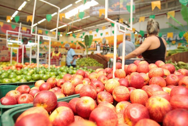 Os supermercados também funcionarão em horários especiais