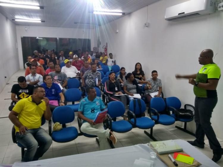 Moradillo, instrutor FIFA Futuro III ministrou as aulas práticas e teóricas