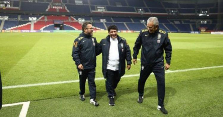 Ednaldo Rodrigues posa ao lado do técnico Tite