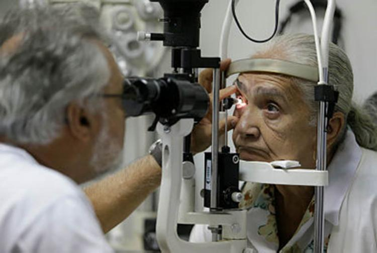 A doença é silenciosa e é causada principalmente por uma elevação da pressão intraocular - Foto: Raul Spinassé | Ag. A TARDE