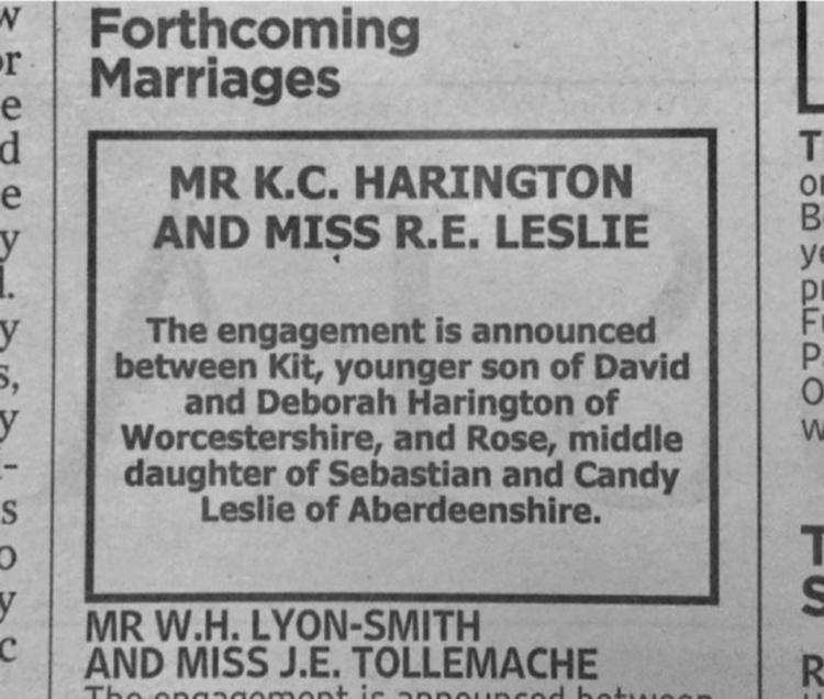 O casal fez um anúncio no jornal The Times para confirmar o casamento