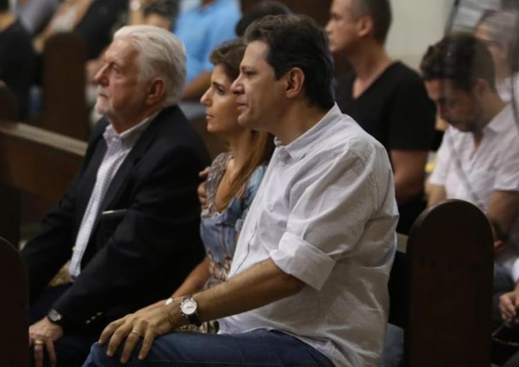 Haddad sentou ao lado de Wagner durante velório - Foto: Raul Spinassé | Ag. A TARDE