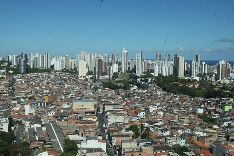 Empresas que se dispõem a comprar da administração dos prédios a dívida dos inadimplentes aumentam na Bahia - Foto: Joá Souza | Ag. A Tarde