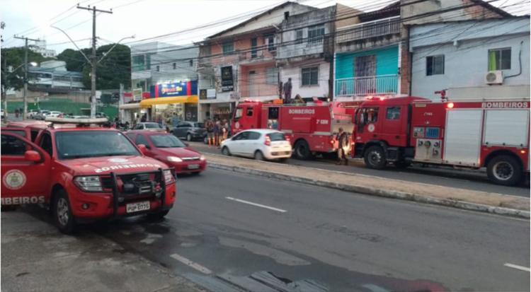 Bombeiros evitaram que o incêndio atingisse outros imóveis - Foto: Divulgação | Corpo de Bombeiros Militar da Bahia