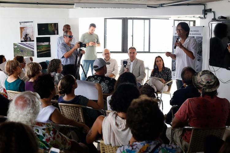 Secretário de Meio Ambiente e integrantes do Não ao BRT Salvador em reunião no CAB - Foto: Raul Spinassé l Ag. A TARDE