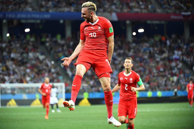 Josip Drmic celebra após marcar o segundo gol da Suíça - Foto: Johannes Eisele l AFP