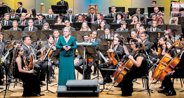 É a segunda vez de Ligia Amadio como regente titular da Orquestra Juvenil da Bahia - Foto: Lenon Reis | Neojiba | Divulgação