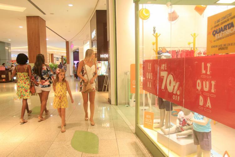 Além dos descontos, consumidores podem concorrer a sorteios de prêmios - Foto: Mila Cordeiro   Ag. A TARDE