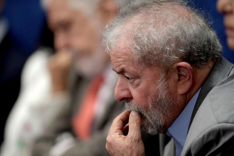 Ex-presidente requereu à Corte Federal que admita seu recurso contra a sentença de 12 anos e um mês no caso triplex - Foto: AFP