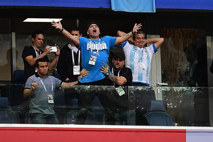 O argentino sofreu queda de pressão após ter demonstrado euforia no jogo vencido pela Argentina nos minutos finais - Foto: Giuseppe Cacace l AFP
