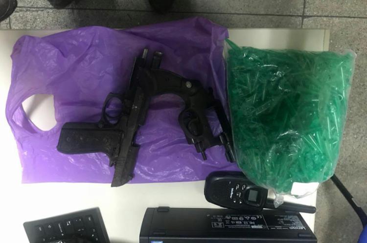 Pistola calibre 40 e revólver calibre 38 foram encontrados com os suspeitos - Foto: Divulgação   SSP