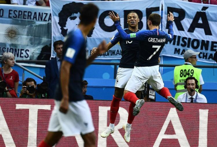 Com apenas 19 anos, o camisa 10 marcou dois gols contra do hermanos - Foto: Jewel Samad l AFP