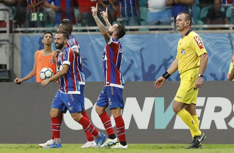 Lateral chileno entrou no segundo tempo e marcou um belo gol para o Esquadrão - Foto: Adilton Venegeroles l Ag. A TARDE