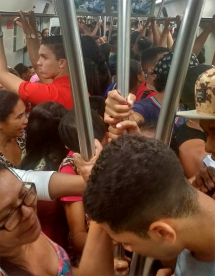 Situação deixou os passageiros indignados - Foto: Cidadão Repórter | Via WhatsApp