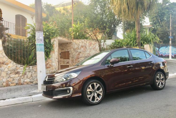 Avaliamos o novo Citroën C4 Lounge, que recebe discretas alterações visuais mantendo virtudes e defeitos - Foto: Marco Antônio Jr. | Ag. A TARDE
