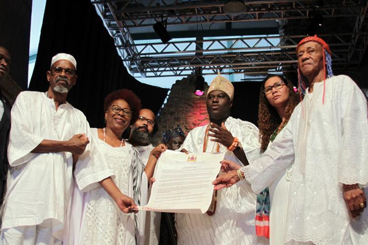 O rei e outras autoridades declaram Bahia a Capital Iorubana das América - Foto: Divulgação   Ascom   Sepromi
