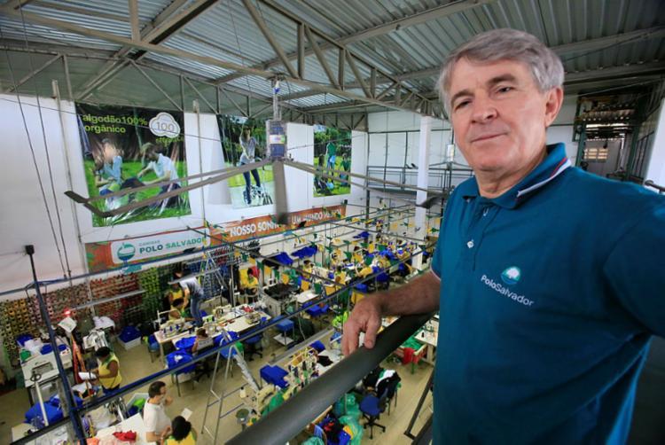 Diretor da Camisas Polo Salvador, Hari Hartmann, investiu R$ 80 mil em produtos temáticos da seleção brasileira e da Copa - Foto: Margarida Neide | Ag. A TARDE