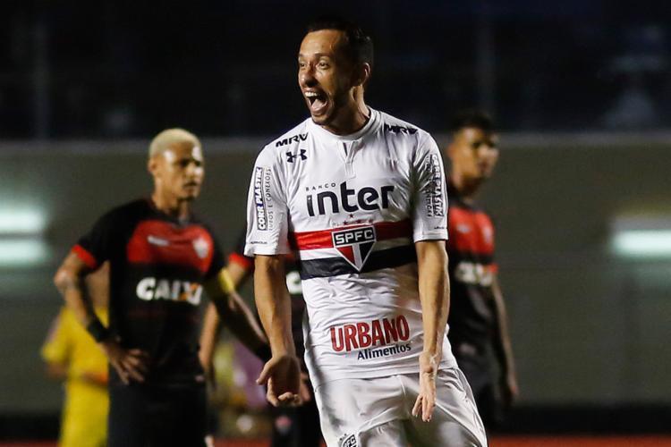 Nenê marcou dois gols no 1º tempo, um deles um golaço - Foto: Alê Vianna l Eleven l Estadão Conteúdo
