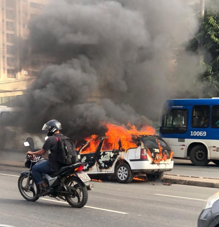 Segundo a Transalvador, ninguém ficou ferido no incêndio - Foto: Margarida Neide   Ag. A TARDE